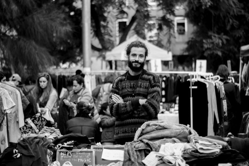 viajar con perro y vender ropa en Fleadonia